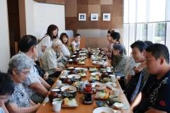 家族旅行の様子・昼食 (知多半島に日帰りで行きました)