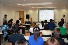 外部講師を招いてのハピネスビラ・るぴなすビラ合同の施設内研修会